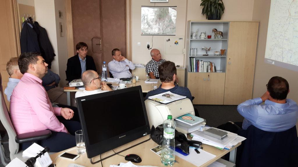 Všechny zasedačky na kraji vytížila čínská delegace, ale poradili jsme si i u mě v kanceláři :)